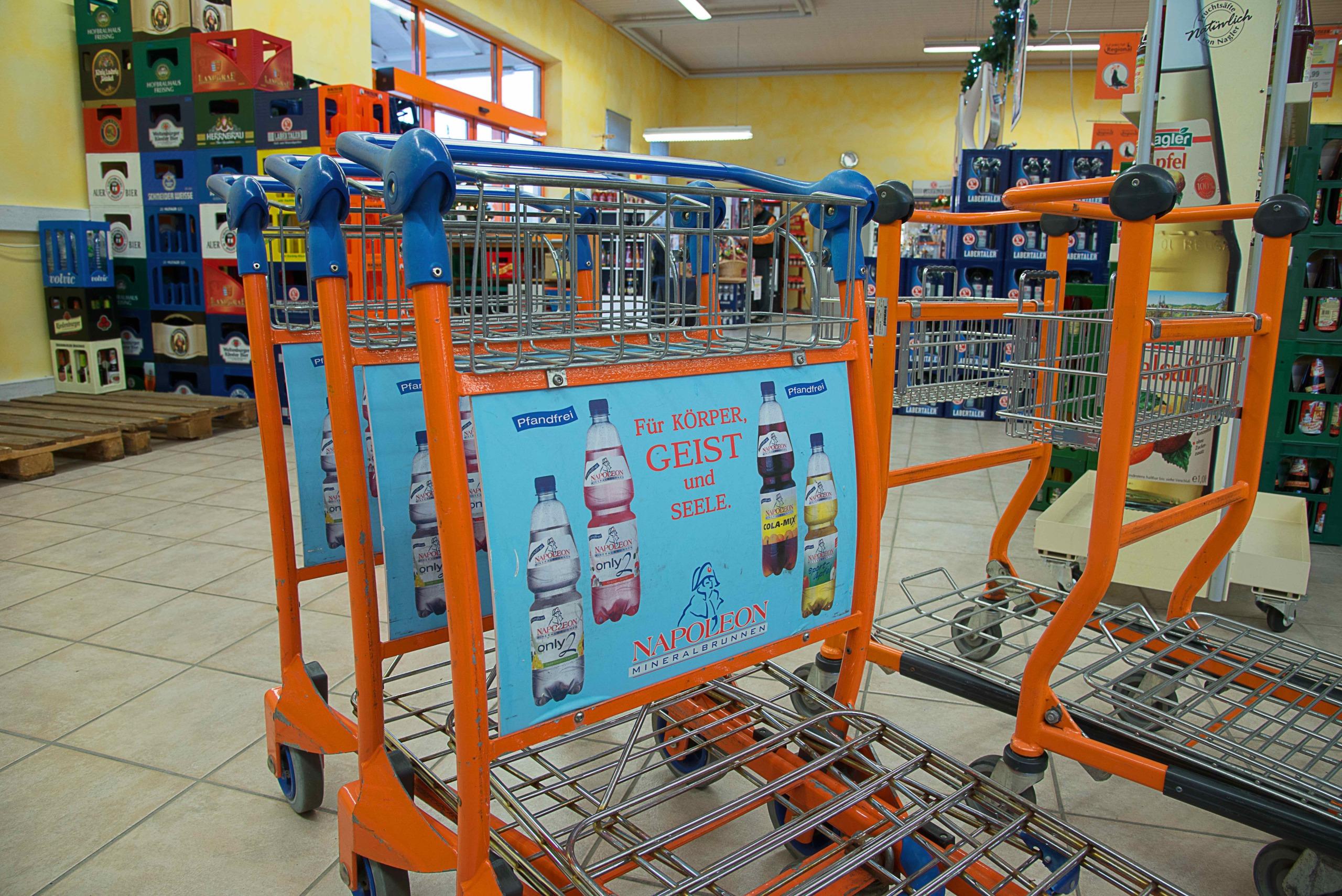 Hausler Getränkemarkt _ Einkaufswagen