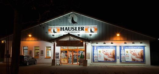Hausler Getränkemarkt _ Front bei Nacht